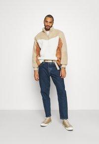 Topman - BLOCKED BORG - Fleece jumper - stone - 1