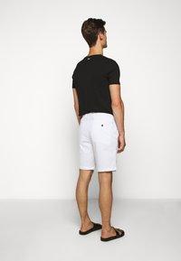 Michael Kors - WASHED - Shorts - white - 2