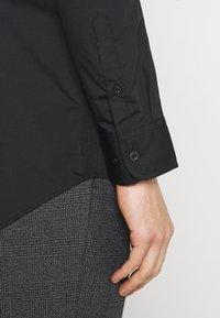 Pier One - 2 PACK - Formální košile - black/red - 4