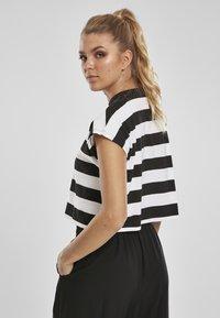 Urban Classics - STRIPE - T-shirt print - black/white - 2