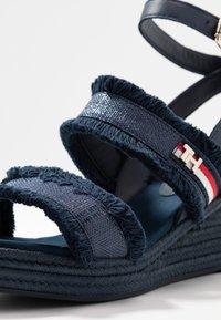 Tommy Hilfiger - FRINGES MID WEDGE  - Platform sandals - sport navy - 2