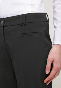 More & More - HEDY - Trousers - schwarz - 4