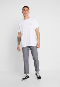 Night Addict - TARGET - T-shirt med print - white - 1