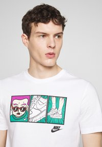 Nike Sportswear - TEE ILLUSTRATION - Camiseta estampada - white - 4