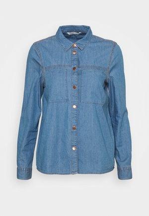 ONLFENJA - Skjorte - medium blue denim