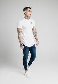 SIKSILK - SKINNY  - Jeans Tapered Fit - indigo - 1