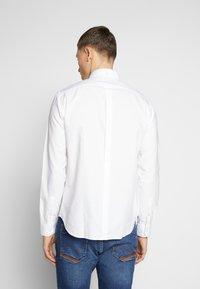 Ben Sherman - SIGNATURE OXFORD SHIRT - Shirt - white - 2