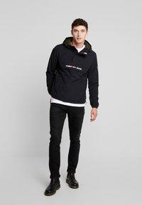 Tommy Jeans - PADDED POPOVER - Light jacket - black - 1