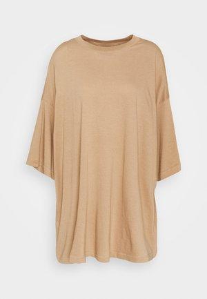 HUGE - Jerseyjurk - brownish beige