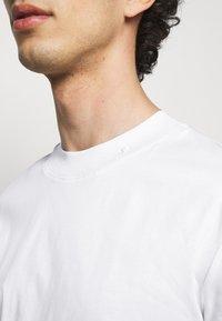 J.LINDEBERG - ACE MOCK NECK - Basic T-shirt - white - 4