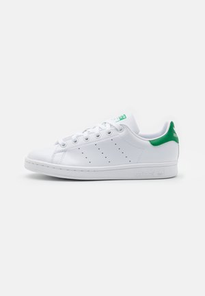 SUSTAINABLE STAN SMITH UNISEX - Matalavartiset tennarit - footwear white/green