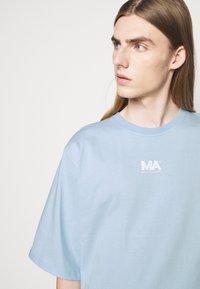 Martin Asbjørn - TEE - Print T-shirt - dream blue - 3