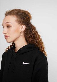 Nike Sportswear - W NSW HOODIE FLC TREND - Bluza z kapturem - black/white - 4