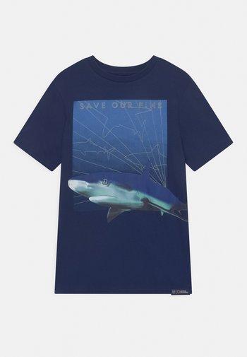 NATIONAL GEOGRAPHIC BOYS OCEANS - Print T-shirt - elysian blue