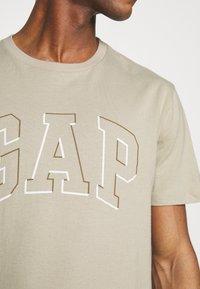 GAP - RAISED ARCH - Print T-shirt - oat beige - 4