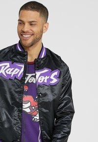 Mitchell & Ness - NBA TORONTO RAPTORS LIGHTWEIGHT JACKET - Club wear - black - 3