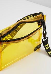 HXTN Supply - PRIME CROSSBODY - Bum bag - yellow - 4
