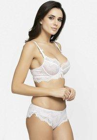 Avant-Garde Paris - SET - Underwired bra - white - 5