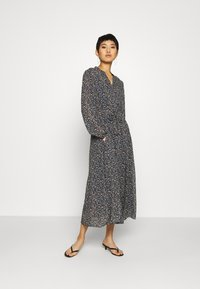 Marc O'Polo - DRESS LONG STYLE BELTED WAIST DETAILED NECKLINE - Kjole - multi - 0