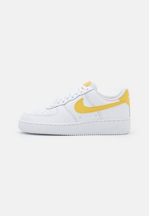 AIR FORCE 1 - Sneakers - white/saturn gold/white