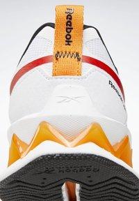 Reebok - ZIG ELUSION ENERGY SHOES - Chaussures de running neutres - white - 8