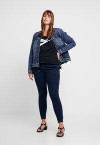 Nike Sportswear - FUTURA PLUS - Camiseta estampada - black/white - 1