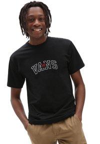 Vans - MN 66 CHAMPS SS - Print T-shirt - black - 0