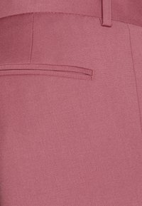 Isaac Dewhirst - Costume - pink - 9