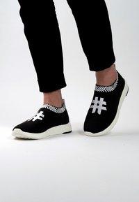 Rens Original - WATERPROOF COFFEE SNEAKERS - Sneakers laag - rebel black - 0