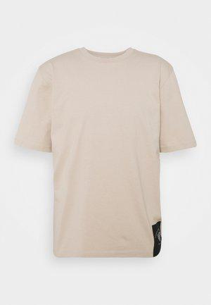 PRO - Basic T-shirt - feather