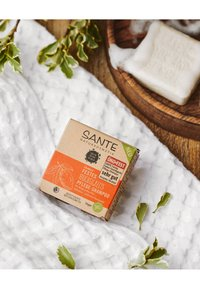 Sante - MOISTURISING SOLID CARE-SHAMPOO ORGANIC MANGO & ALOE VERA - Shampoo - - - 4