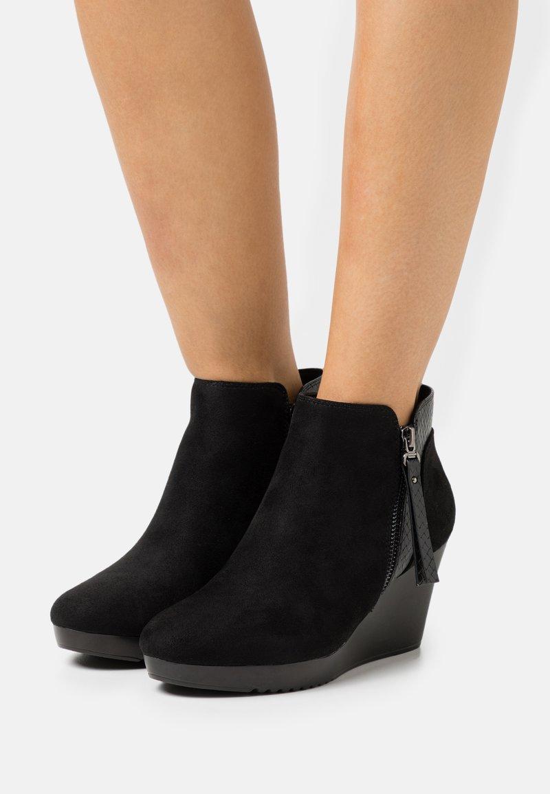 Wallis - AGENT - Platform ankle boots - black