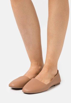 SAMANTHA - Nazouvací boty - beige
