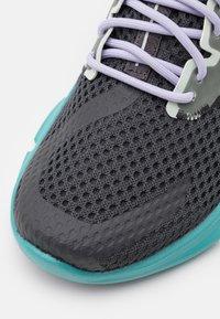 Salomon - PREDICT MOD  - Scarpe running neutre - ebony/meadowbrook/purple heather - 5