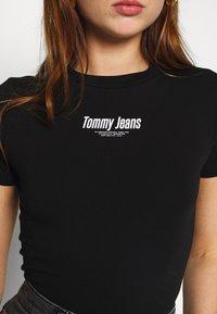 Tommy Jeans - SHORTSLEEVE LOGO BODYSUIT - Triko spotiskem - black - 5