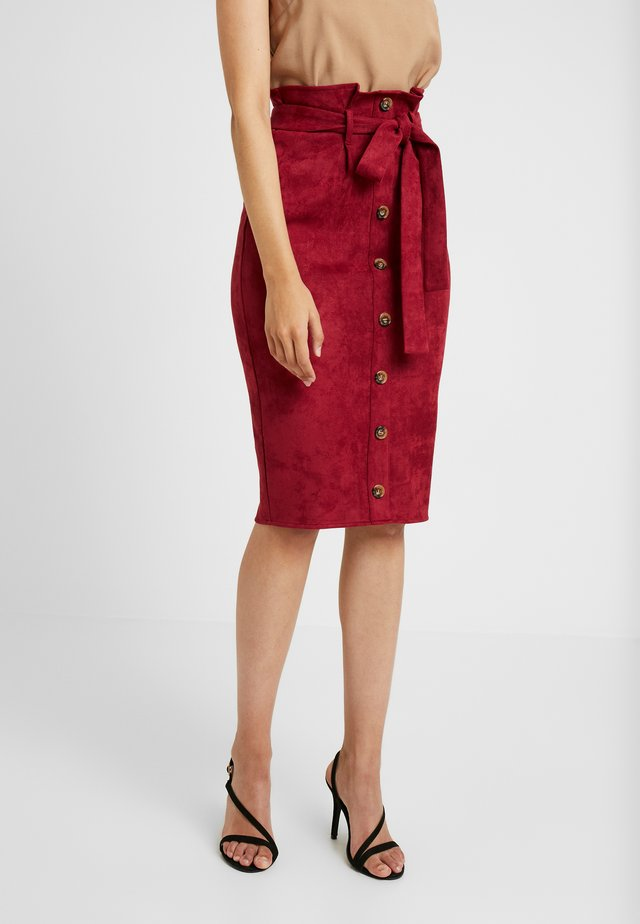 SUEDETTE HORN BUTTON BELTED MIDI SKIRT - Spódnica ołówkowa  - oxblood