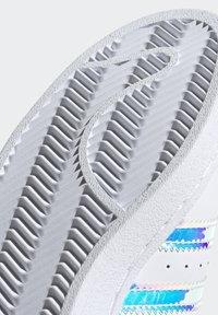 adidas Originals - SUPERSTAR - Baskets basses - ftwwht goldmt cblack - 11