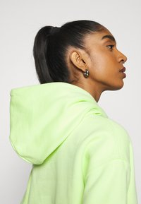 Tommy Jeans - BADGE HOODIE - Sweat à capuche - faded lime - 4
