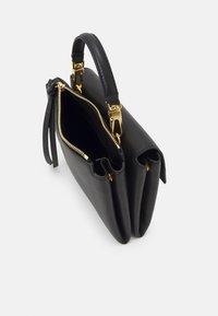 Coccinelle - ARLETTIS CROSSBODY - Handbag - noir - 3