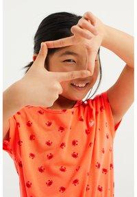 WE Fashion - MET KRABDESSIN - Day dress - bright orange - 1
