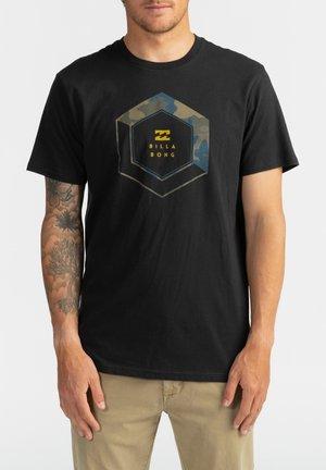 ACCESS  - Print T-shirt - black