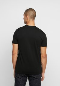 Mister Tee - ACDC BACK IN BLACK TEE - T-shirt med print - black - 2