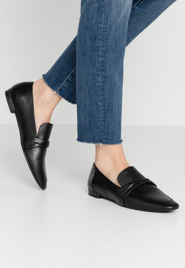 CELIA - Loaferit/pistokkaat - black