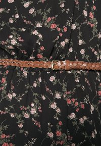 Vero Moda - VMSYLVIA BELT SHORT DRESS - Denní šaty - black/rose flowers - 4