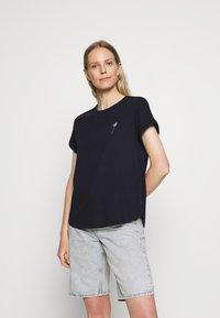 Marc O'Polo DENIM - Print T-shirt - scandinavian blue - 0