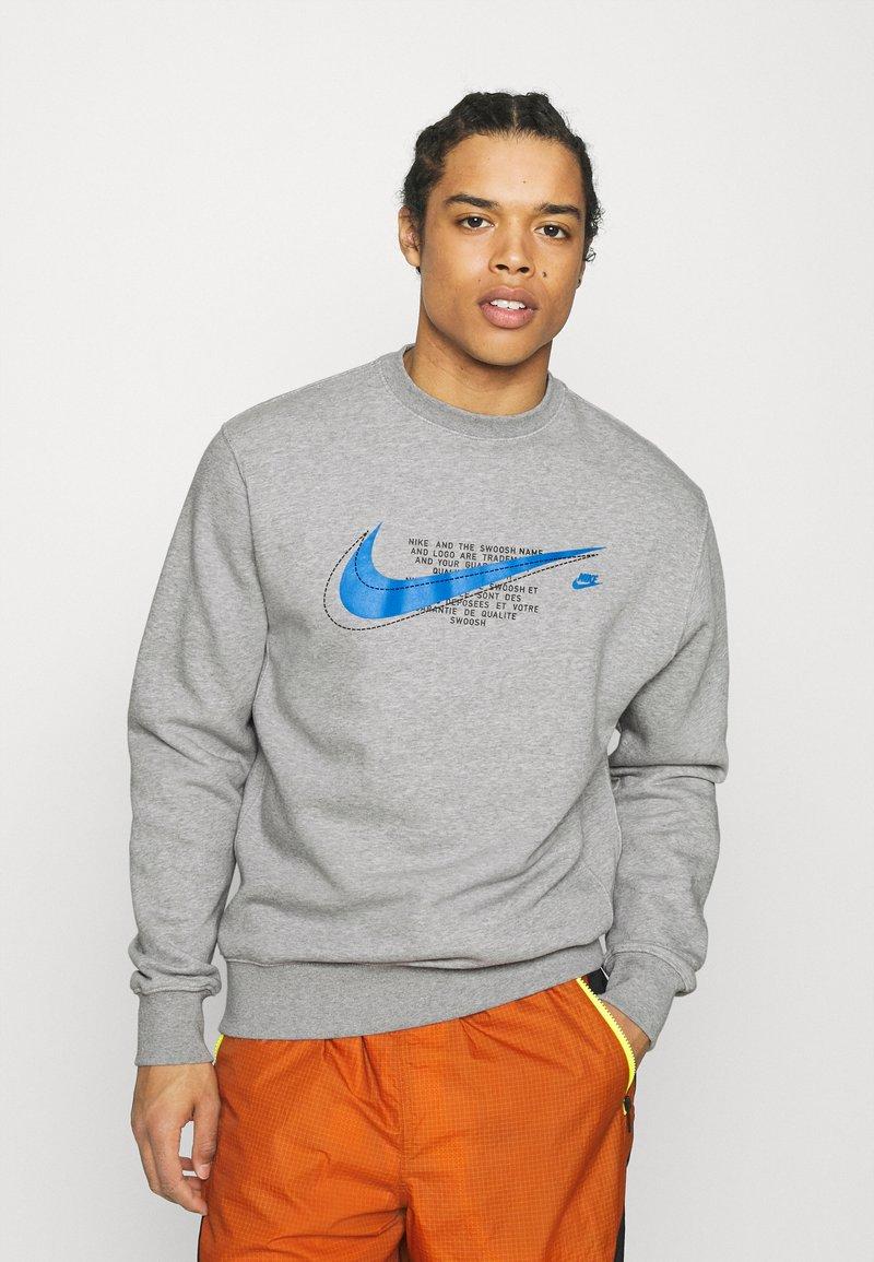 Nike Sportswear - COURT CREW - Mikina - grey heather