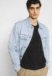 s.Oliver - 2 PACK - T-shirt basic - black - 3