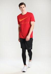 Nike Performance - VENT MAX - Träningsshorts - black/hematite - 1