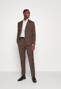 Calvin Klein Tailored - CONTRAST PRINT SLIM SHIRT - Formal shirt - white - 1
