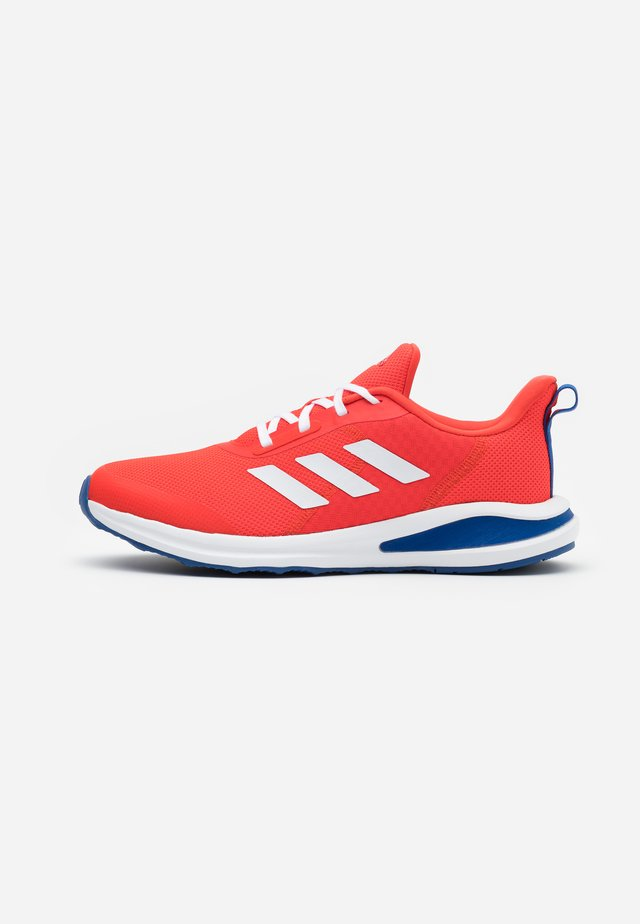 FORTARUN KIDS NEXT CLOUDFOAM TRAINING SHOES UNISEX - Chaussures de running neutres - vivid red/footwear white/collegiate royal